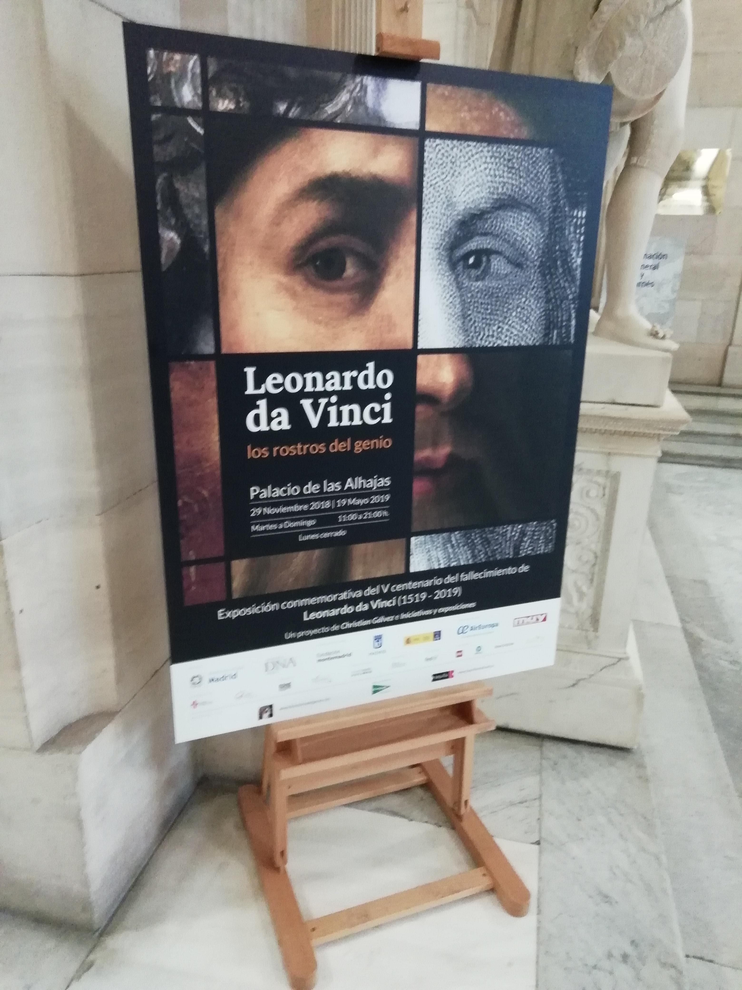 Panel informativo en la entrada de la Biblioteca Nacional